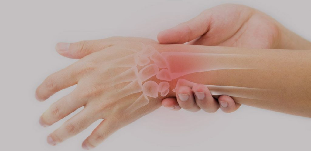 Type of Distal Radius Fracture Treatment and Symptoms